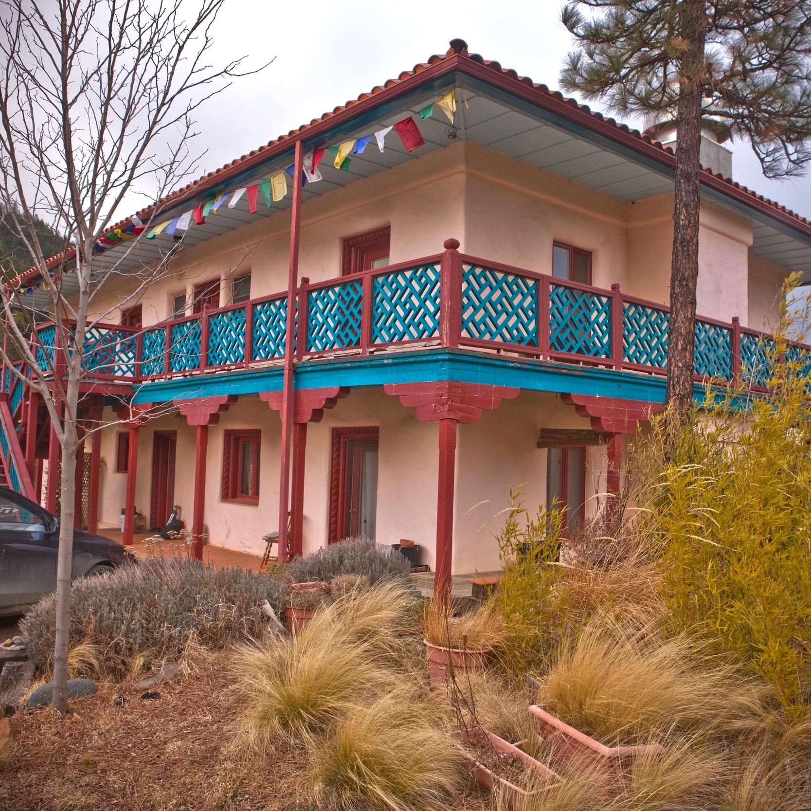 Lotus House Lodging