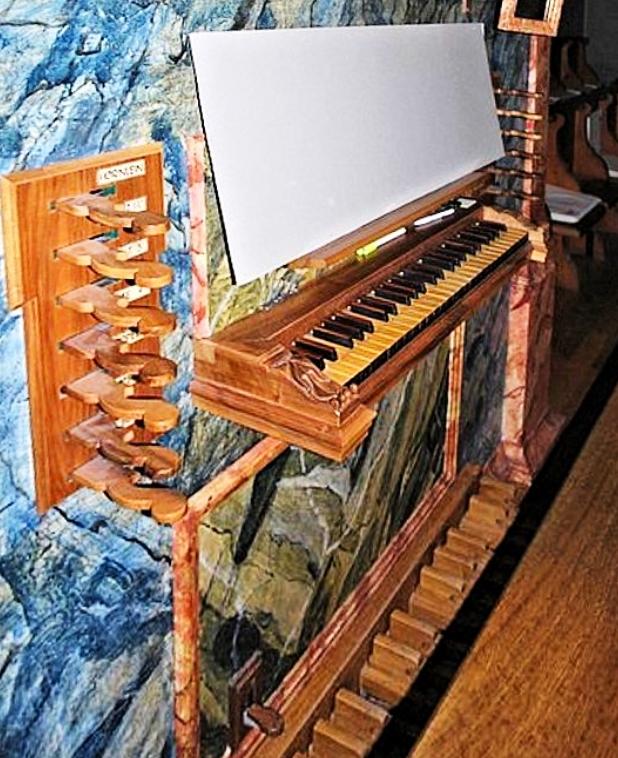 Aebi Organ Keydesk