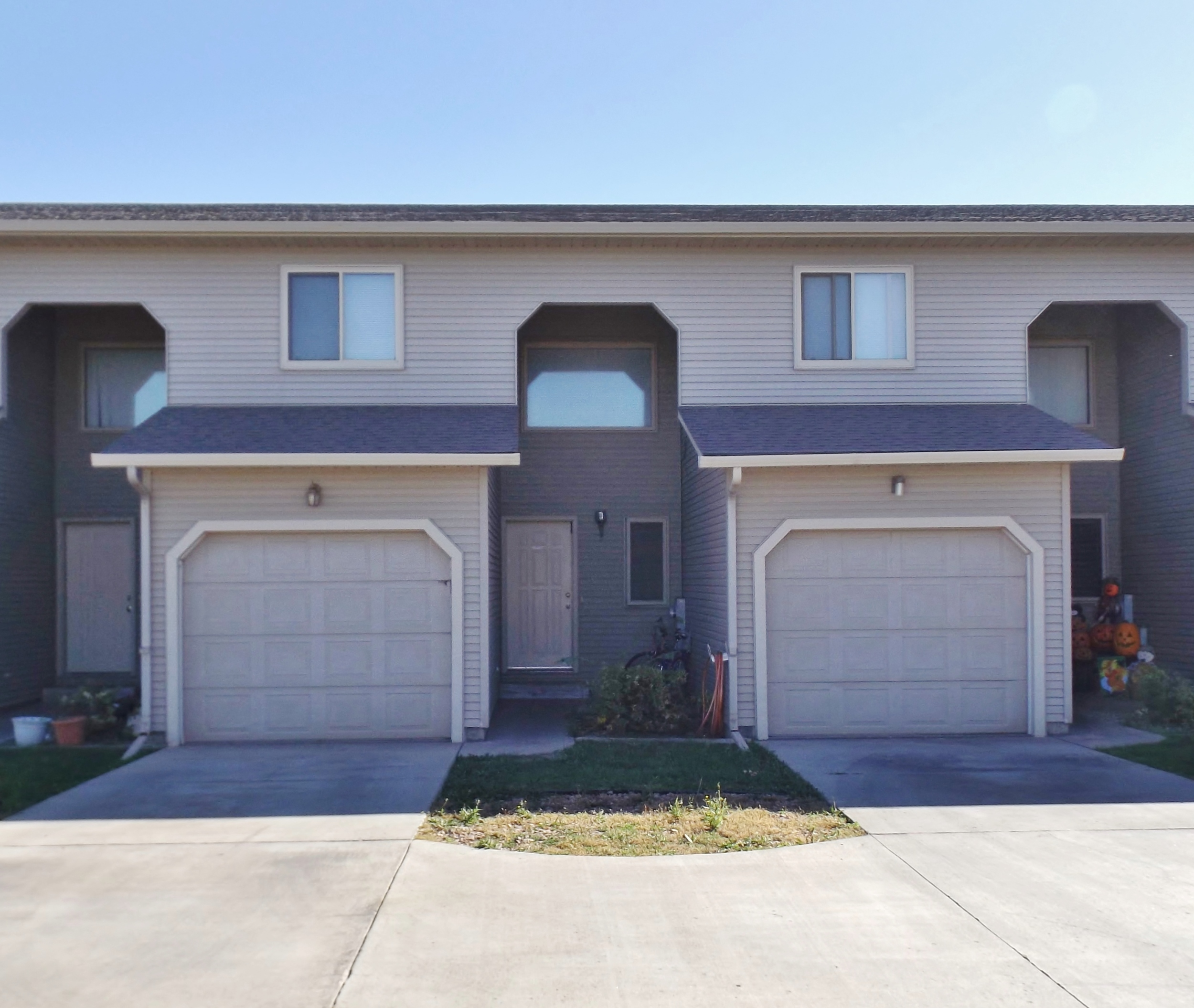 Federal Avenue Townhomes in Rapid City SD - attached garages