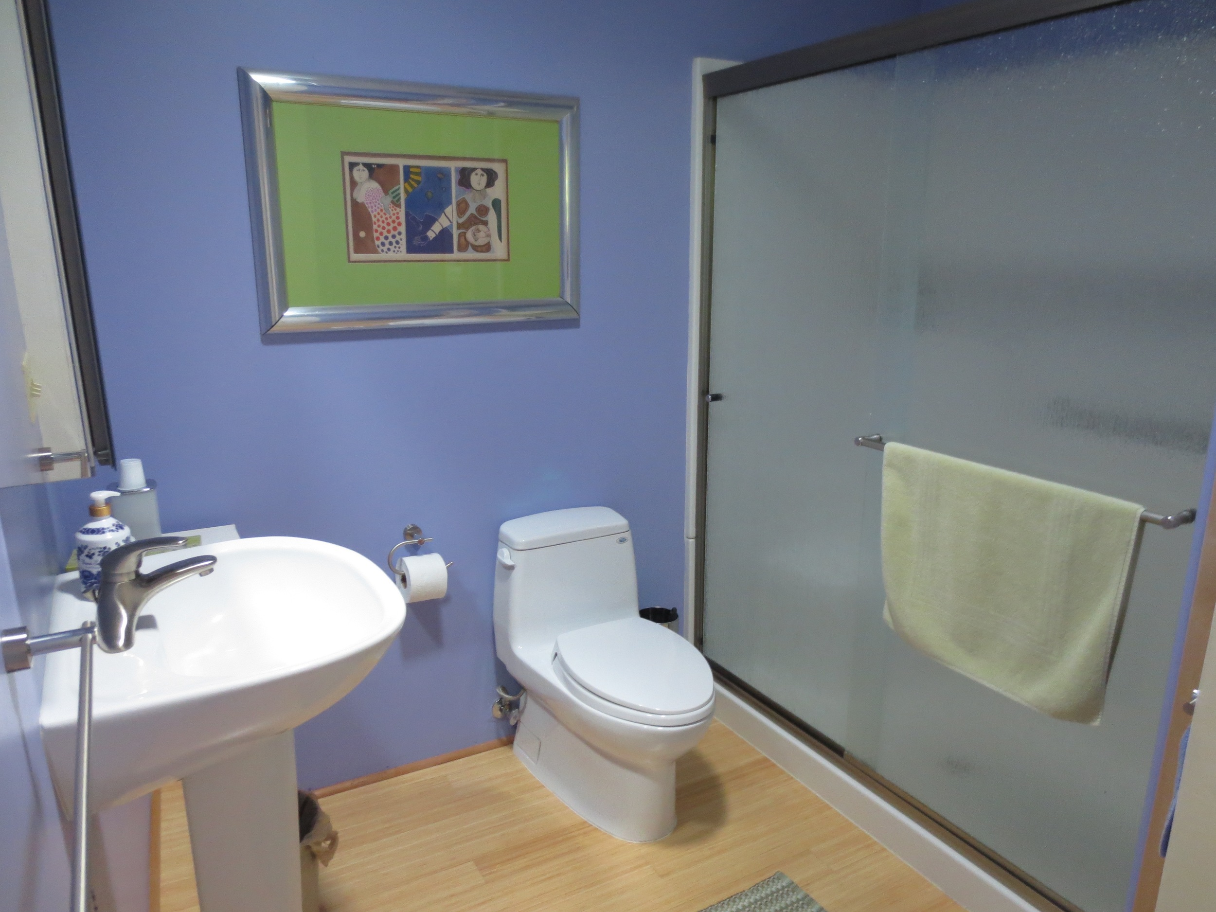 Upstairs en suite bathroom.