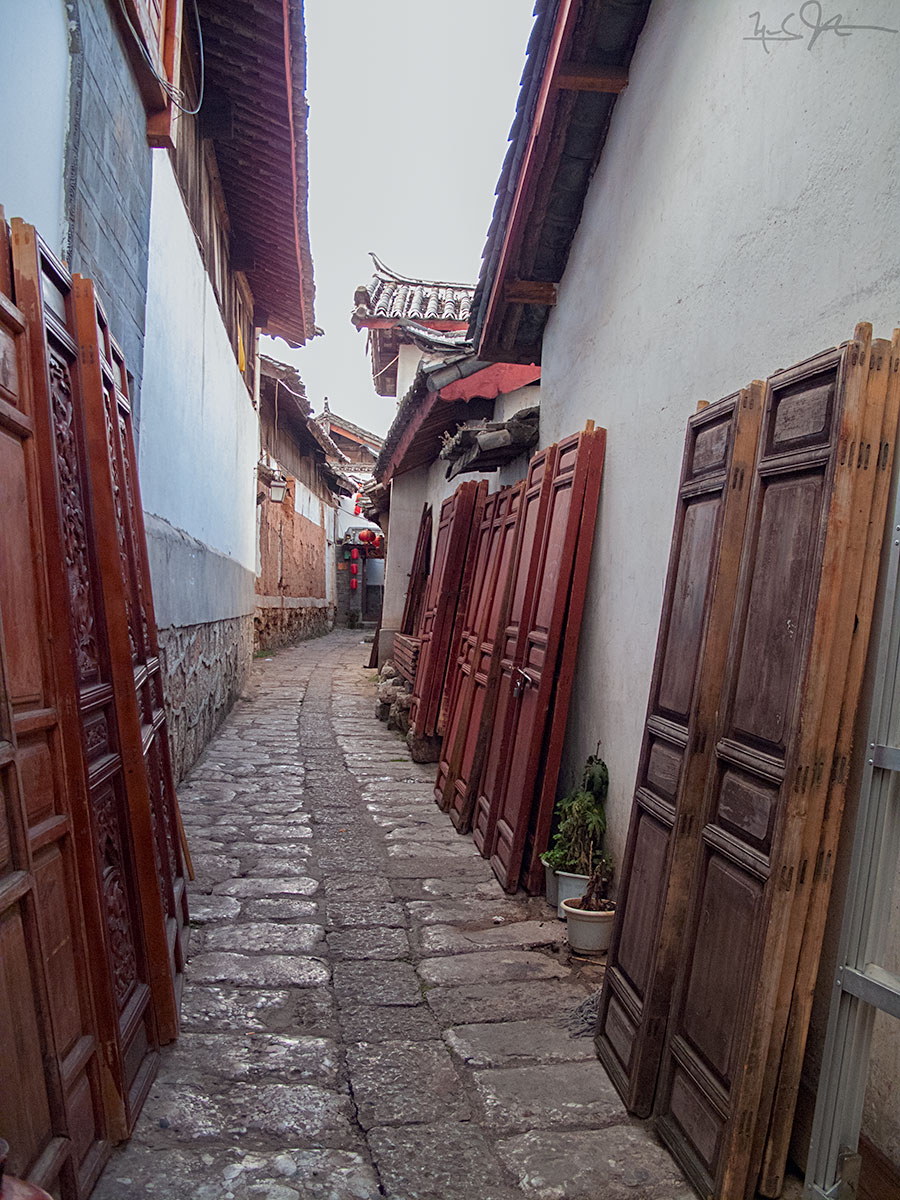 Doors in Lijiang, China