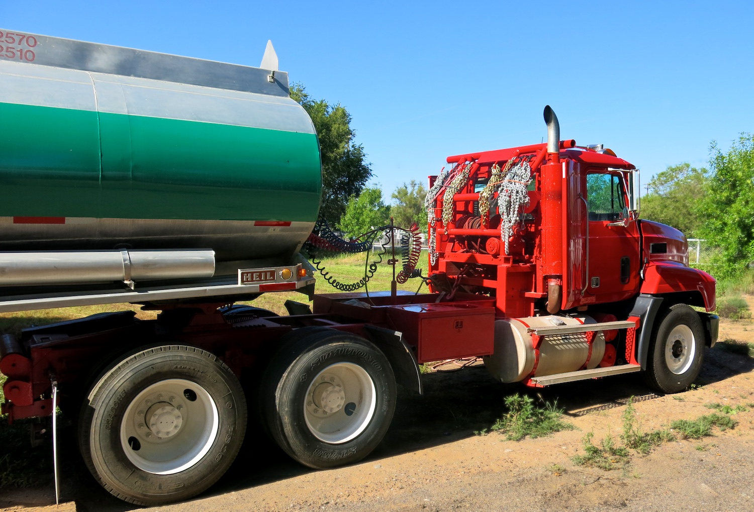 Water Tanker Green w 2843.jpg