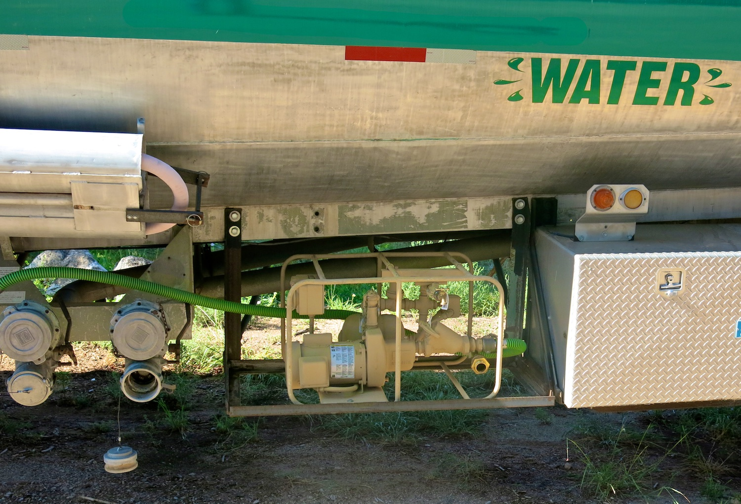 Water Tanker Green w 2842.jpg