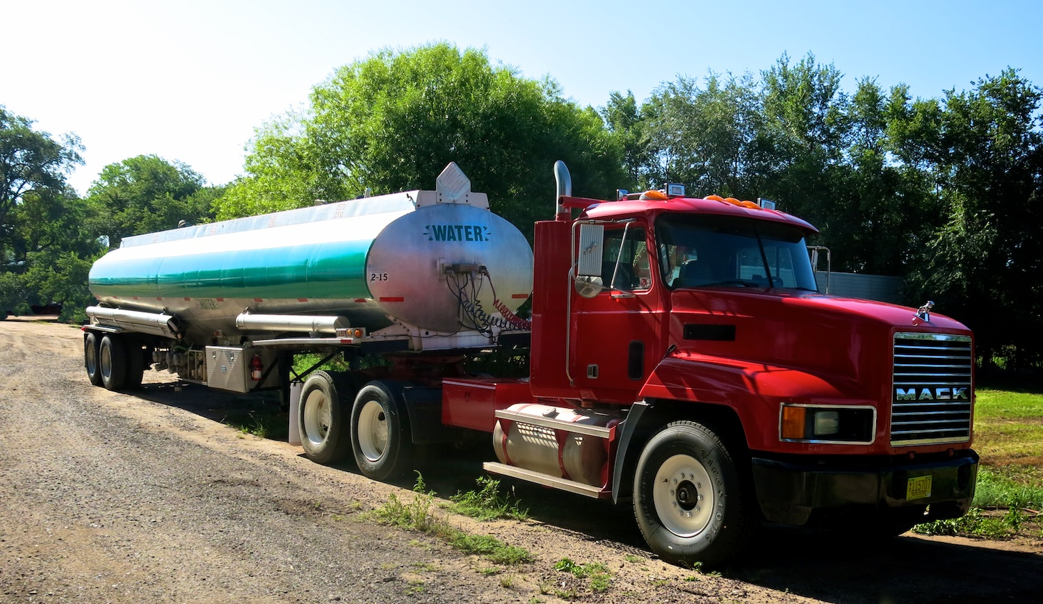 Water Tanker Green w 2841.jpg