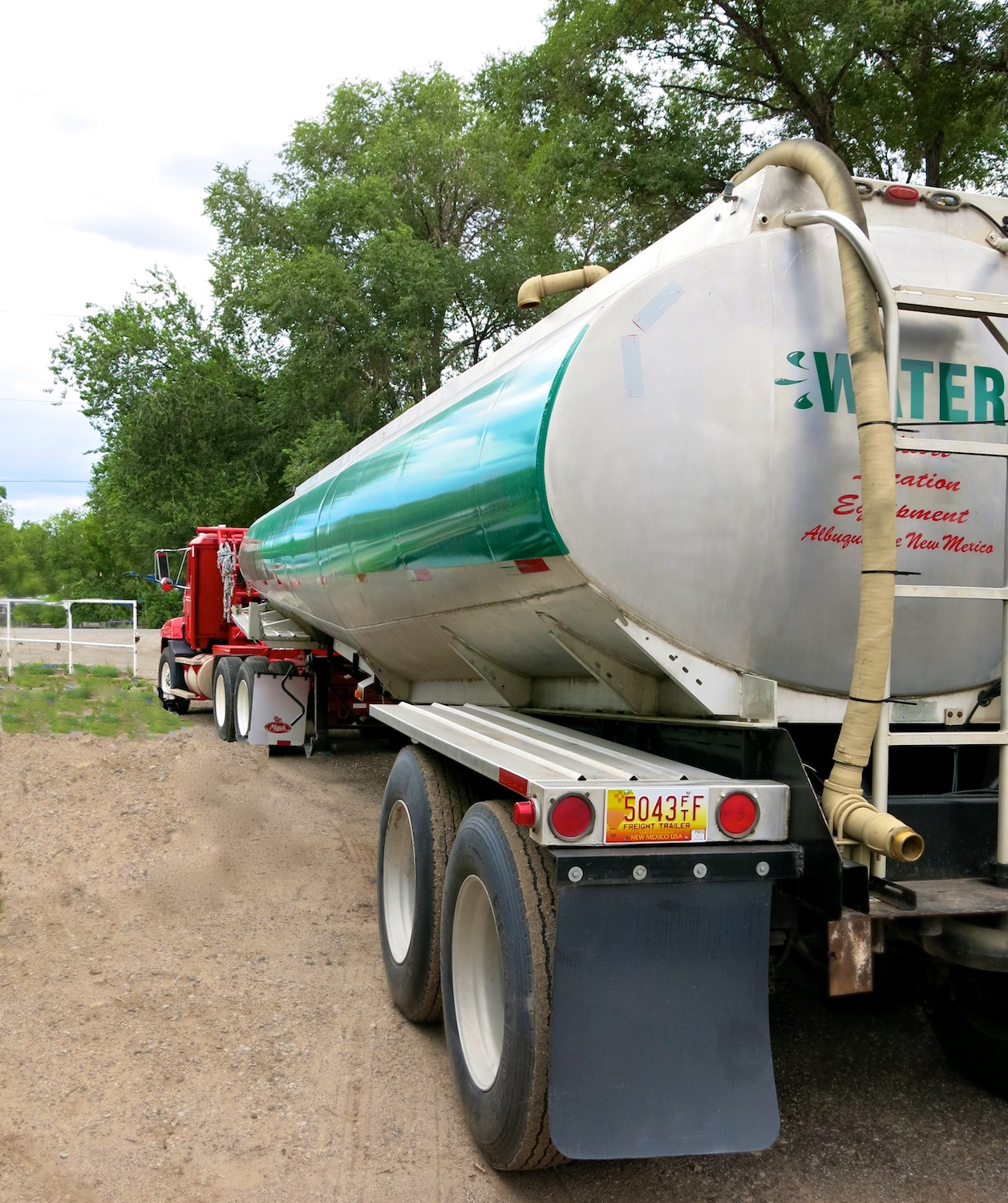 Water Tanker Green w 2840.jpg
