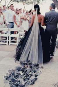 cdede7b98e0bac0c5e39ecd307bdac6c--black-wedding-dresses-black-weddings.jpg
