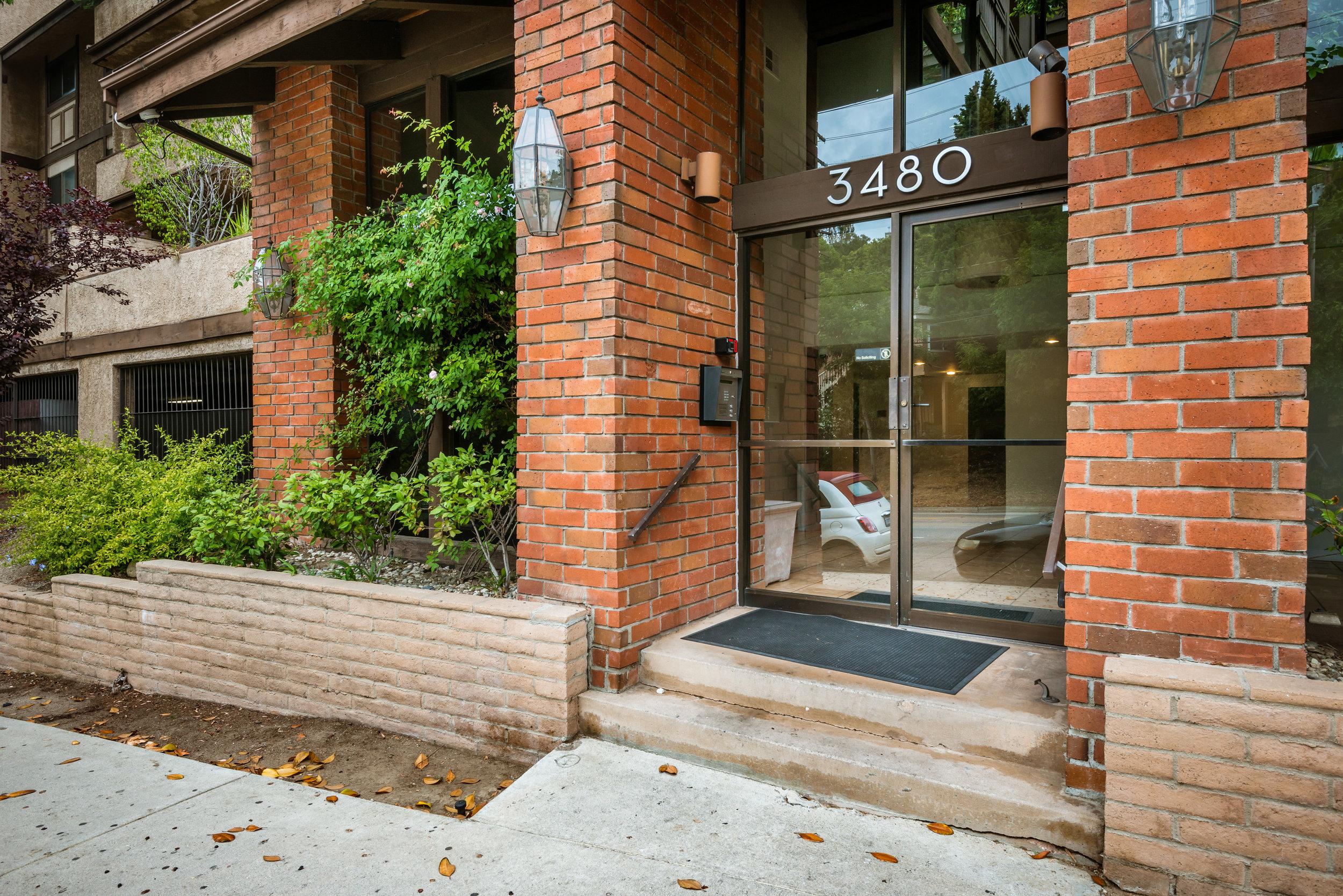002_Entrance.jpg