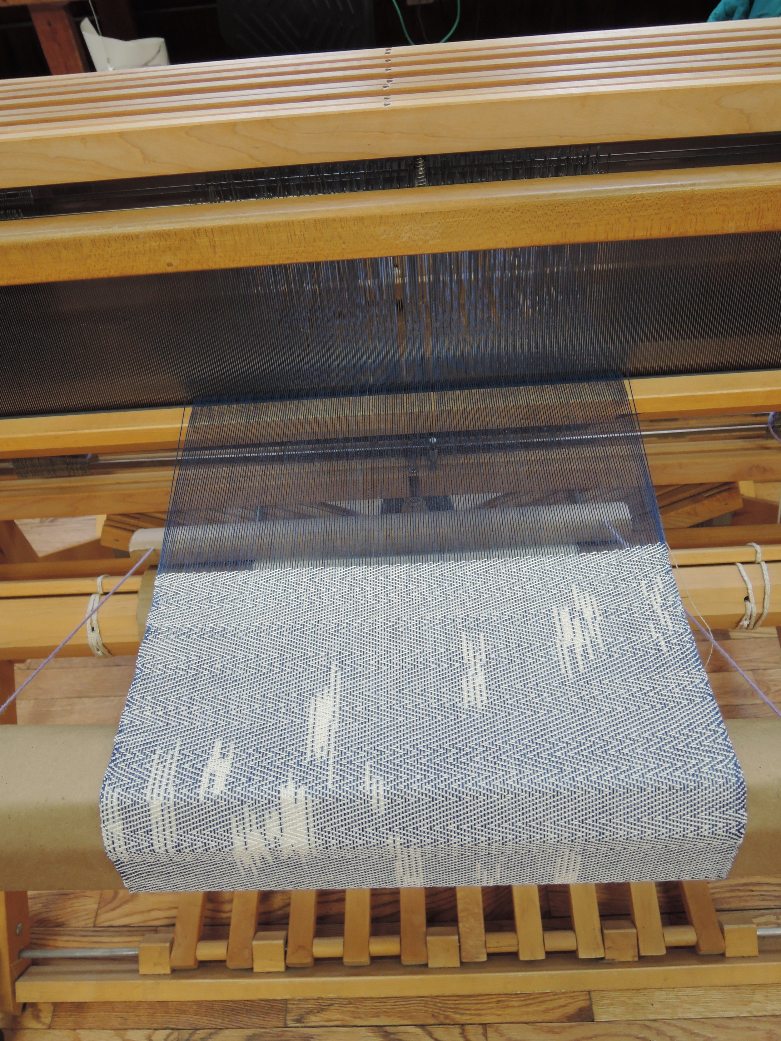 Weaving the end of the warp.