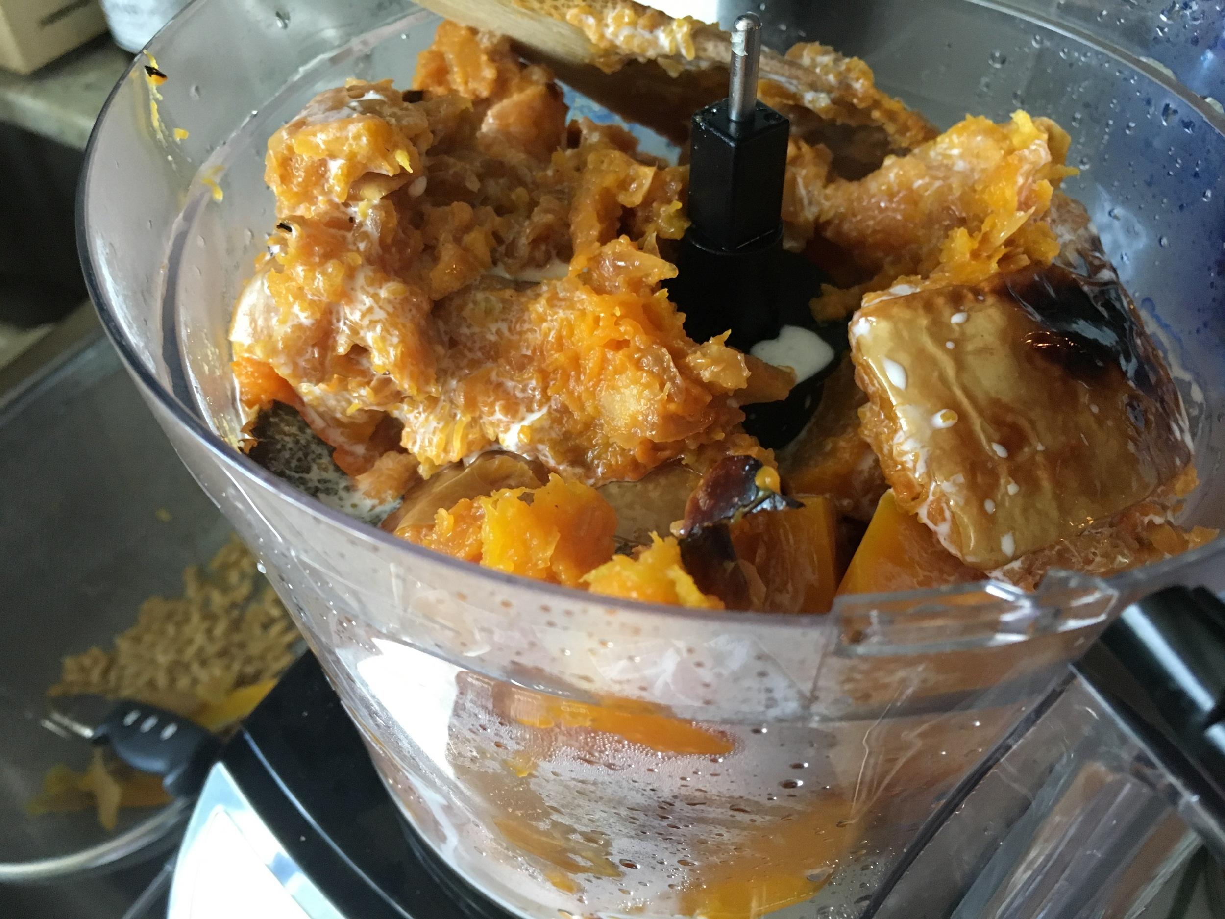 blending-pumpkin-food-processor