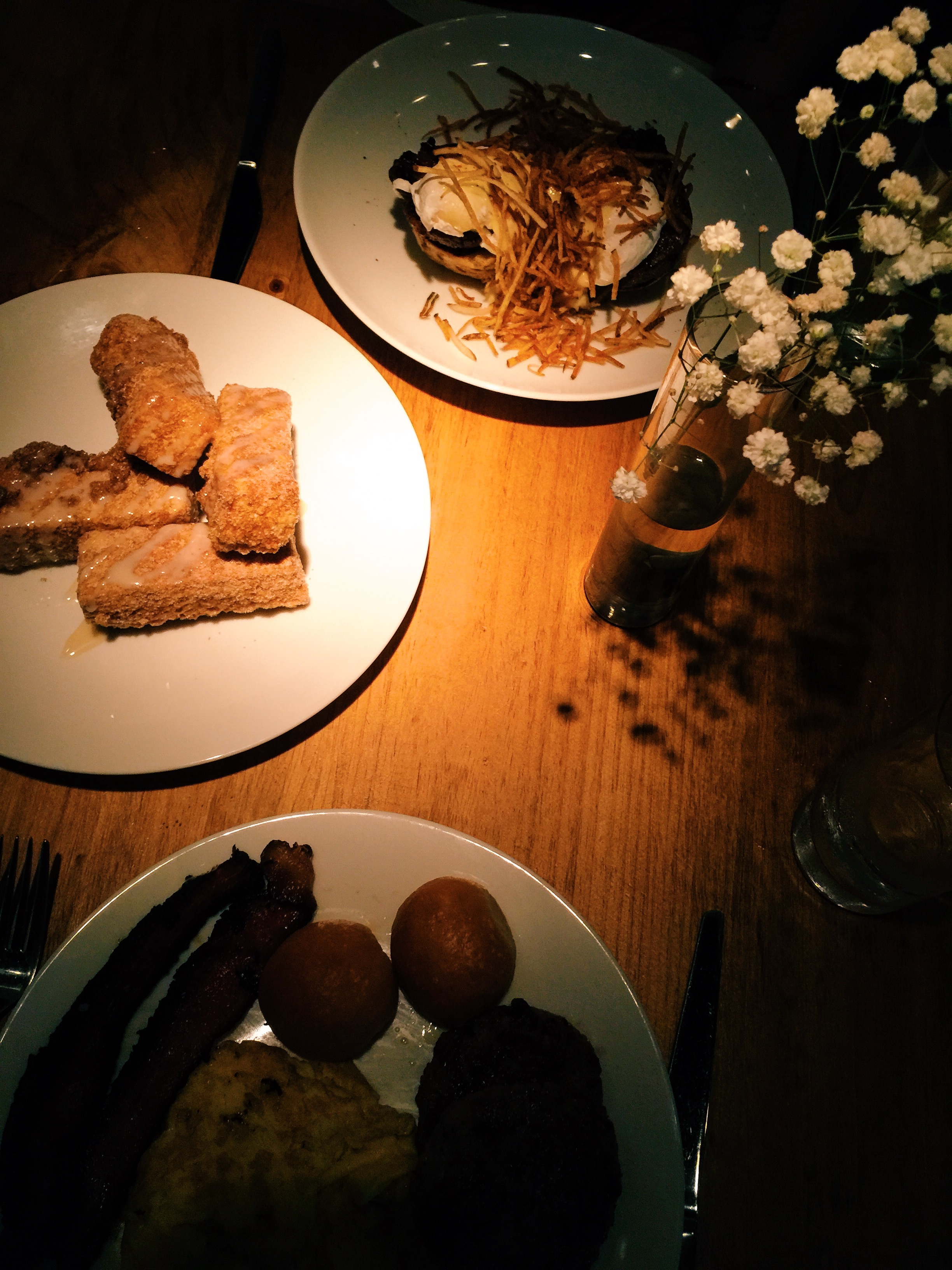 We're not sure if a dimly lit place was suitable for brunch. Dinner would be perfect though.