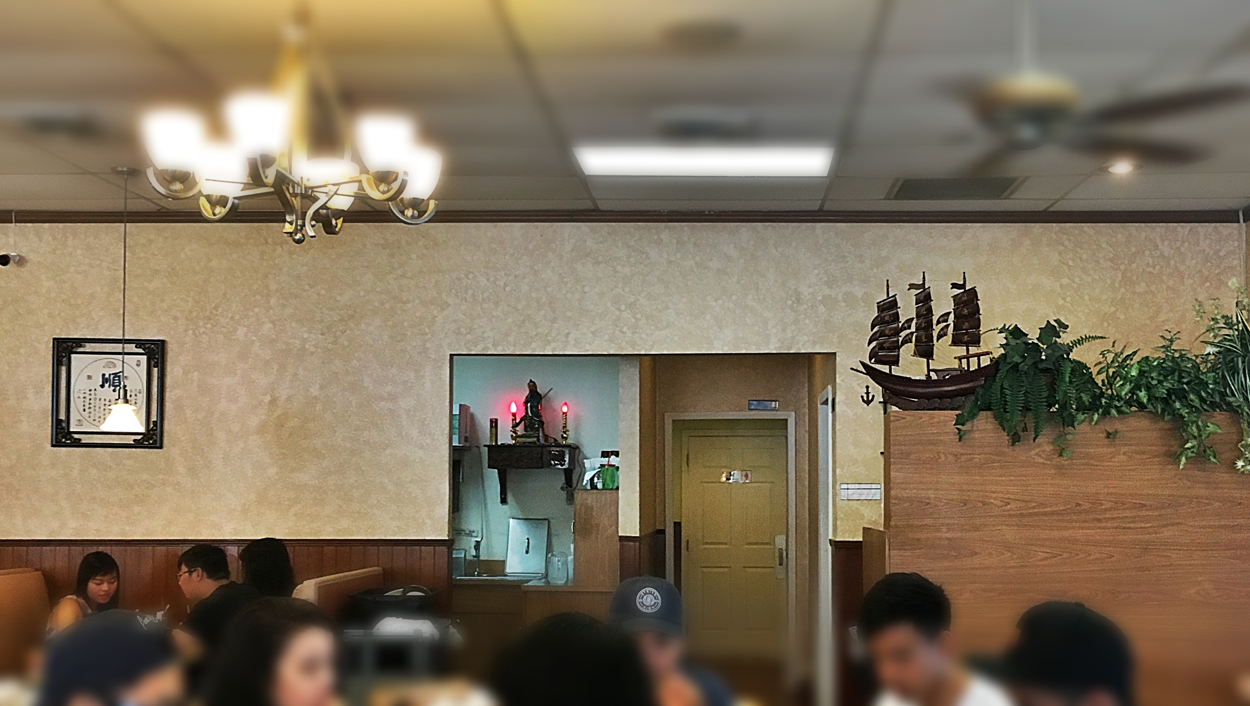 You know it's a legit chinese restaurant when you see chinese idol altars at the back. And actual chinese people dining.