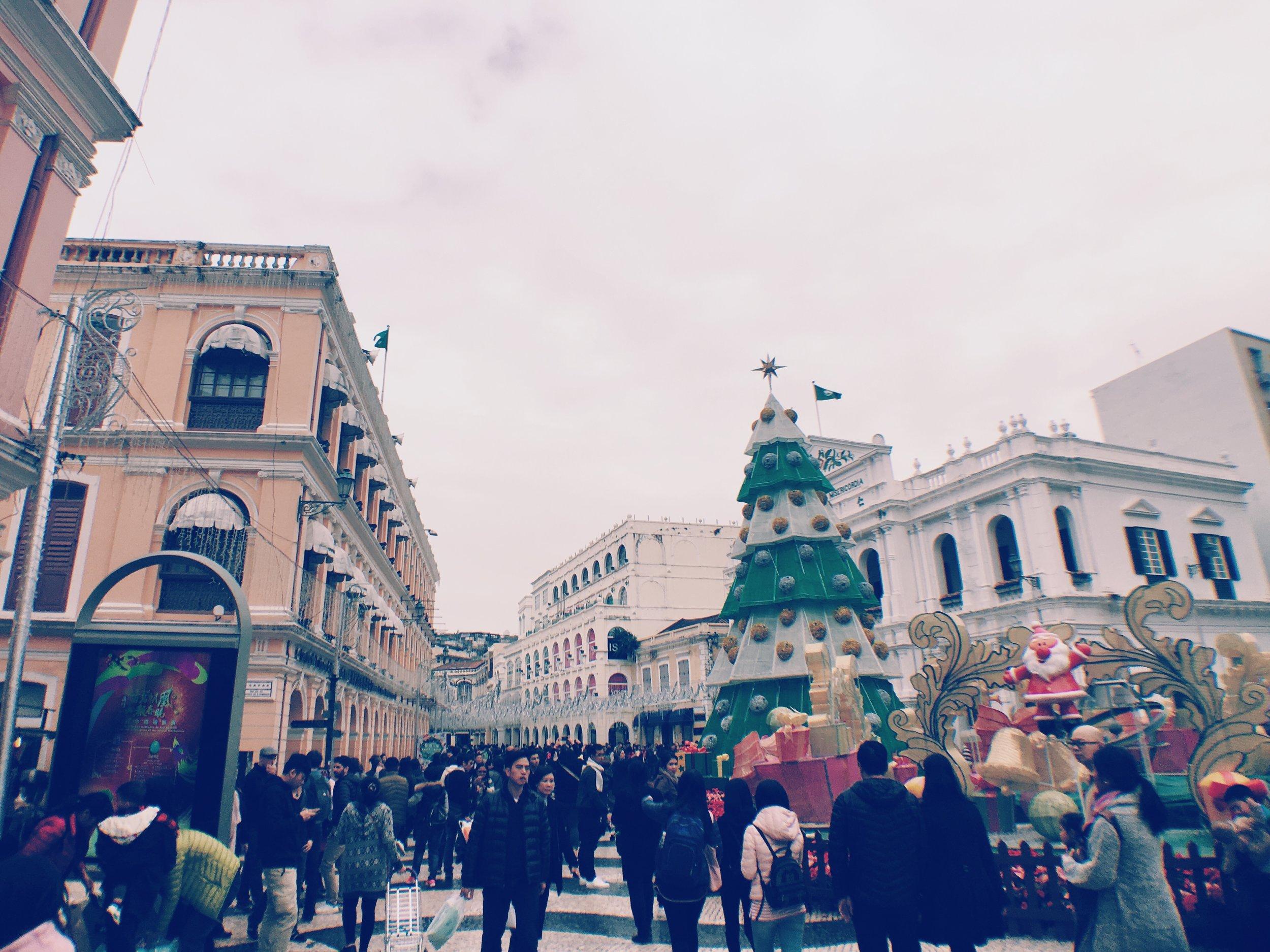 Post Christmas/Boxing Day crowd in Senado Square, Macau.