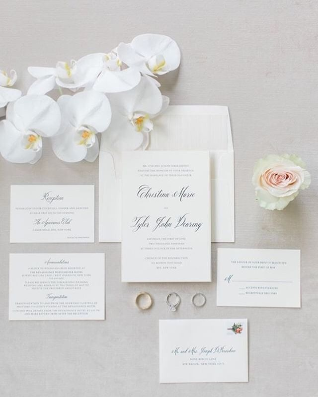 A real stunner to set the tone! Sophisticated elegance that never goes out of style helped bring this bride's vision to life. ✨😍#loveprettyinvites #weddinginvitations #timeless #monochromatic photo: @amyrizzutophotography