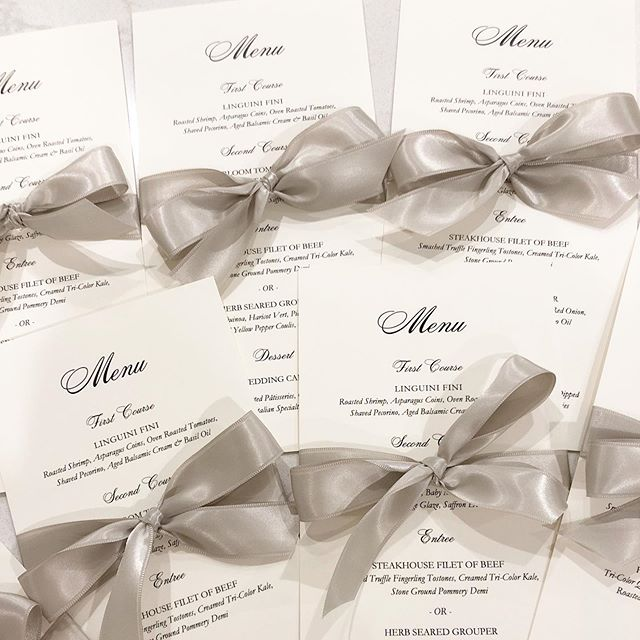 Complete the look: custom menus all wrapped up and tied with a bow! 🌟👌🏼 #weddingwednesday #loveprettyinvites #weddingaccessories #weddingdetails