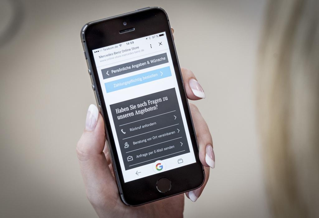 Bestens beraten: Ob über den Griff zum Hörer, den Live-Chat oder per E-Mail – die Produktexperten des Customer Contact Centers stehen für Fragen rund um das Fahrzeug und den Online-Kauf zur Verfügung