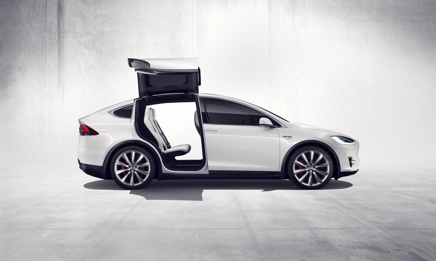 Alle Mann an Bord - Mit seinen drei Sitzreihen gewährt das Model X komfortablen Platz für sieben Passagiere