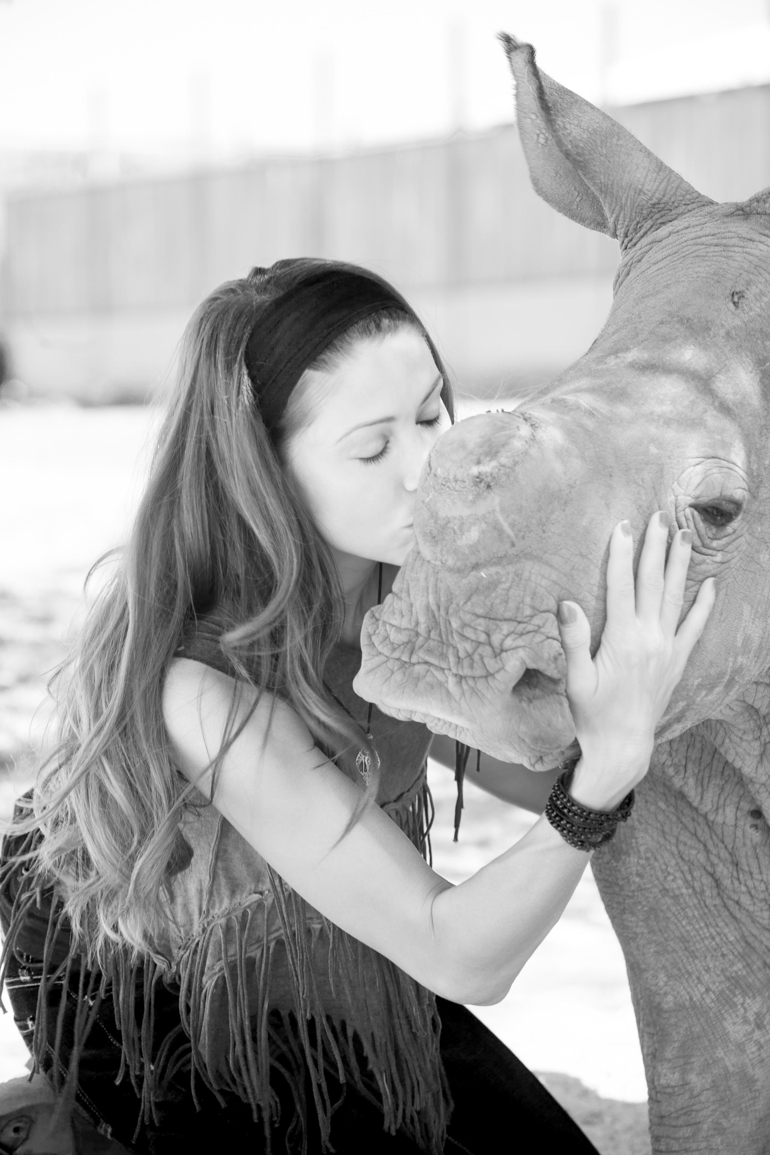 Me kissing Lizzie.jpg