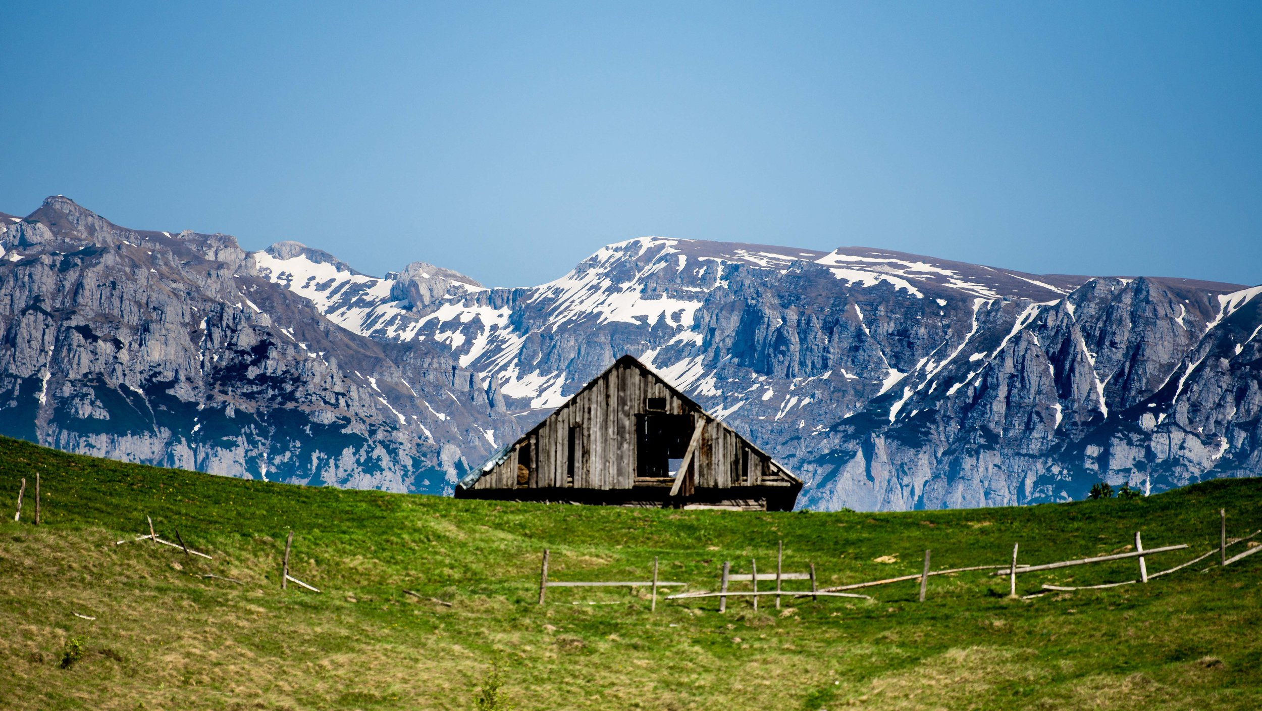 Picturesque abandoned house in Bucegi mountains