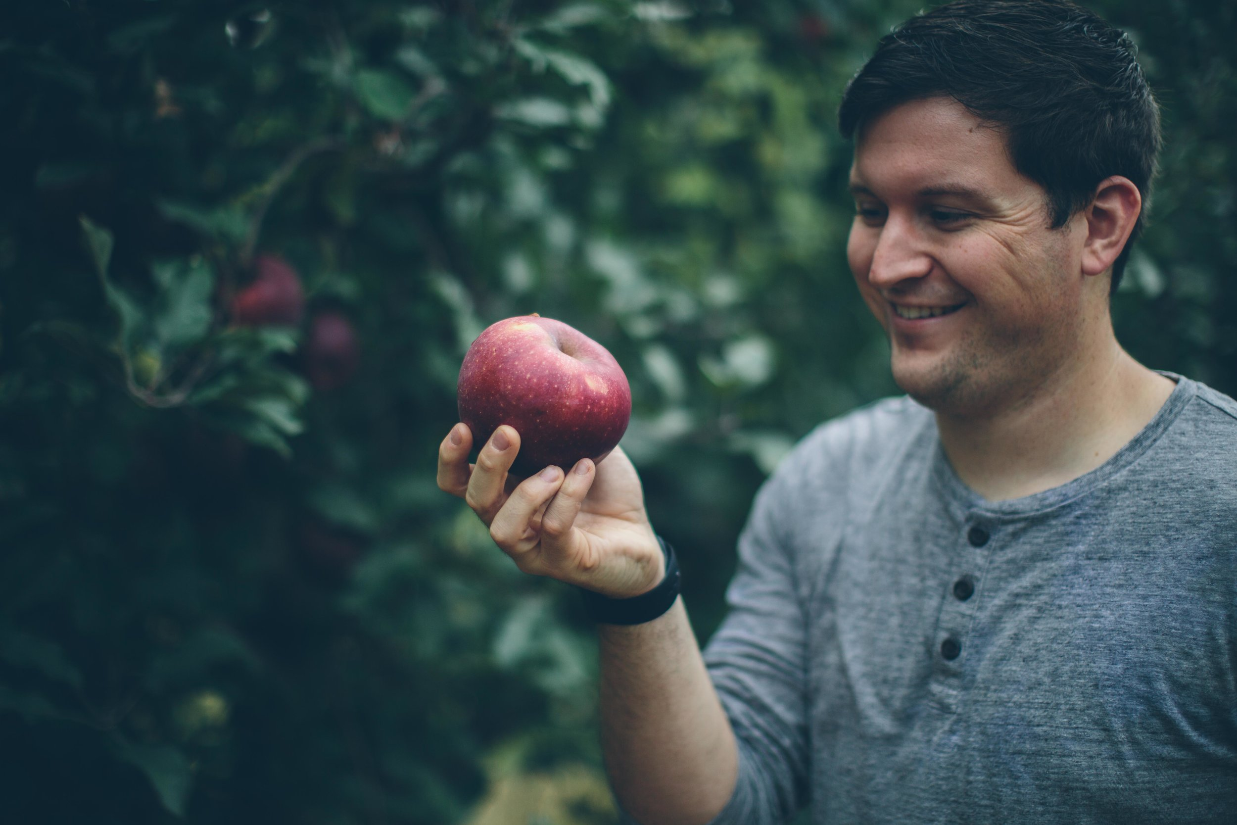 'Find you someone who will look at you the way I was looking at this apple.'