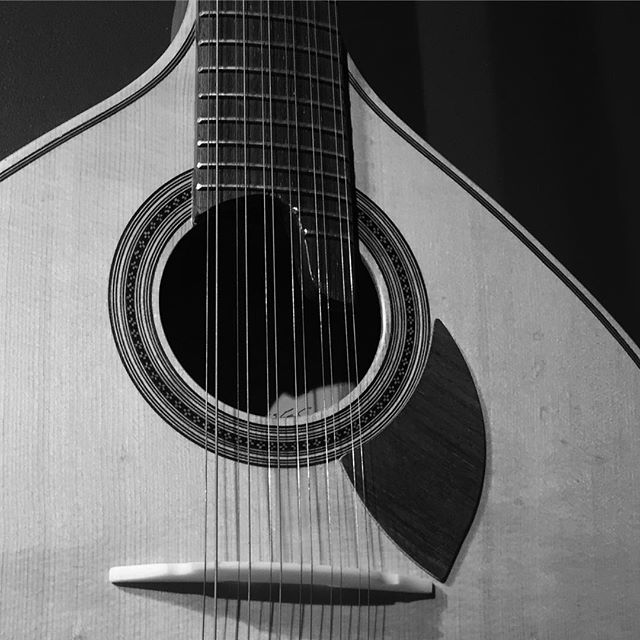 Portuguese guitar #guitar #fado #portugues #portugueseguitar #music #musical #instruments #instrument #guitarsofinstagram #bnw #classicalguitar #portugal #12string #twelvestring #steelstringedguitar