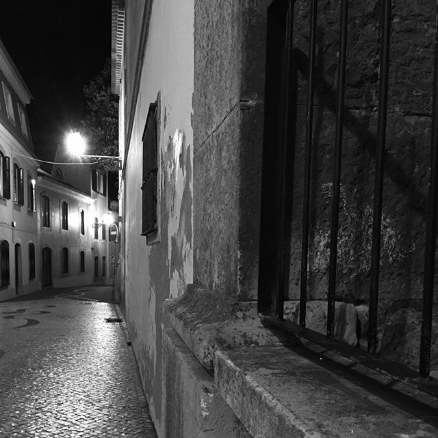 Quiet street in Cascais  #cascais #portugal #street #noir #noir_shots #travel #solitude #quietstreet #empty #bnwphotography #bnw #streetlamp #streetlight #streetlights