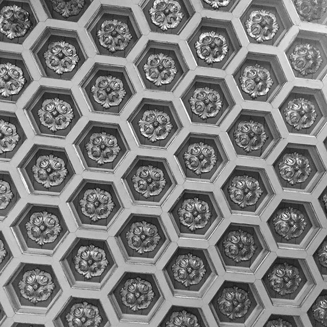 17th-century ceiling at the National Palace of Queluz  #portugal #ceiling #pattern #villa #palacio #palace #historic #beehive #hexagons #antique #historic #queluz