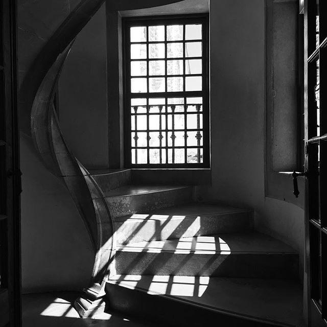 Windowed stairwell at the Palacio National da Sintra  #staircase #stairs #stairwell #palacio #palace #sintra #staircases_fireescapes #staircases_fireescapes_etc #shadow #window #bnw #historic #landmark #portugal #sintra #sintraportugal