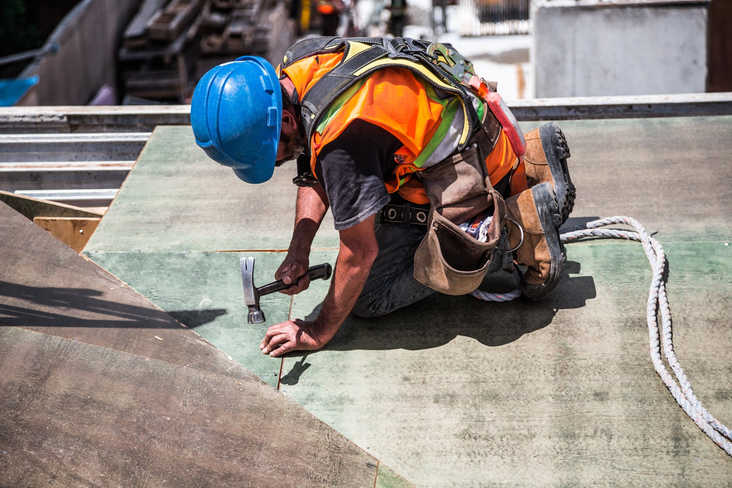 Construction worker wearing hardhat works on job site - Q&A with Procore and GoFormz mobile forms