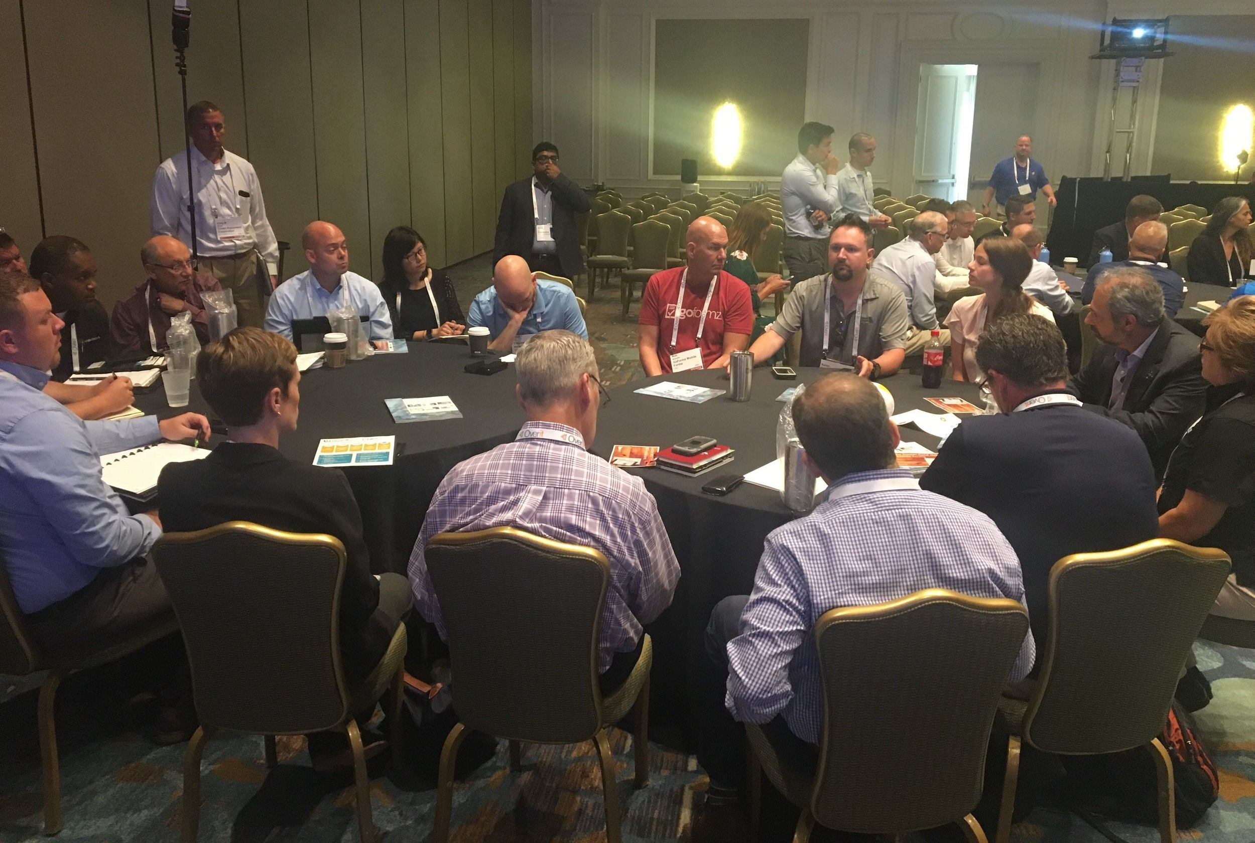 A dozen field service amelia island attendees join GoFormz CEO and Oscar W. Larson CTO for a roundtable discussion