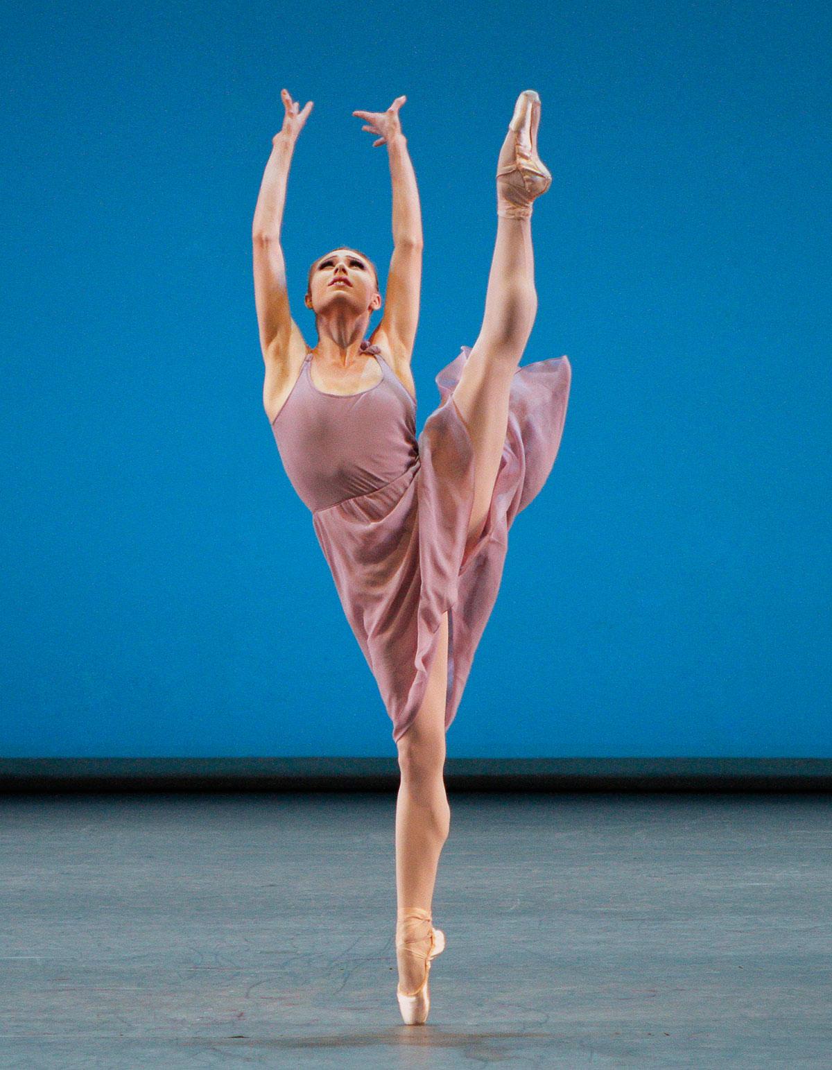 Robbins'-Dances-at-a-Gathering-Photo-Credit-NYCB-Paul-Kolnick.jpg