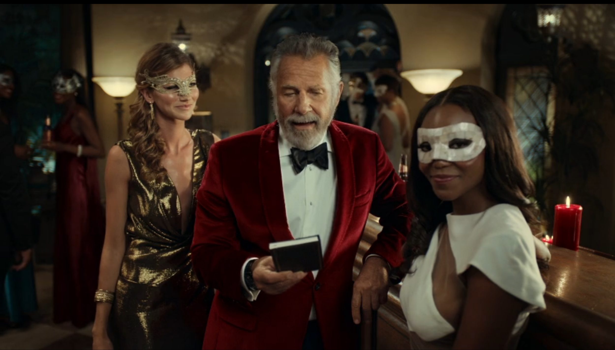 DOS EQUIS 'MOST INTERESTING MAN - HALLOWEEN': DIRECTORS-PATRICK SHERMAN, JORDAN FISH. PRODUCTION COMPANY- M SS NG P ECES.