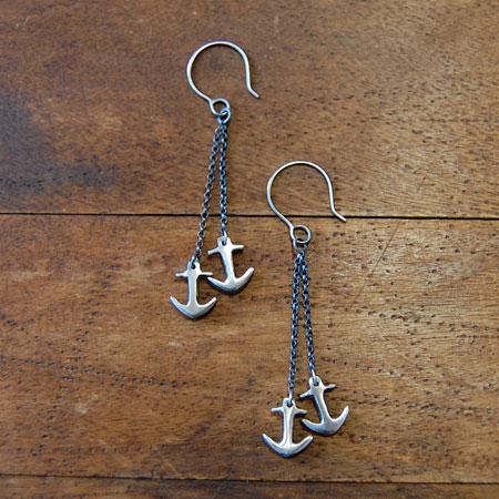 Silver anchor drops