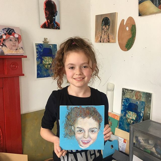 """Art is a place for children to learn to trust their ideas, themselves, and to explore what is possible"" MaryAnn F. Kohl  So proud of this very talented young girl~ Síofra had not used oil pastels before and created this lovely portrait in 4 hours 🙌❤️#declanomearaartclasses #proudteacher #kidsartclasses #loveteaching #portrait #oilpastel #painting #drawing #sketching #cork #corkcity #ireland #art #courses #beginners #instructional #intermediate #irishart #artclasses #teachersofinstagram"