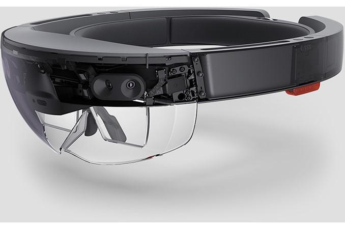 HoloLens Headgear (Shilov, 2016)