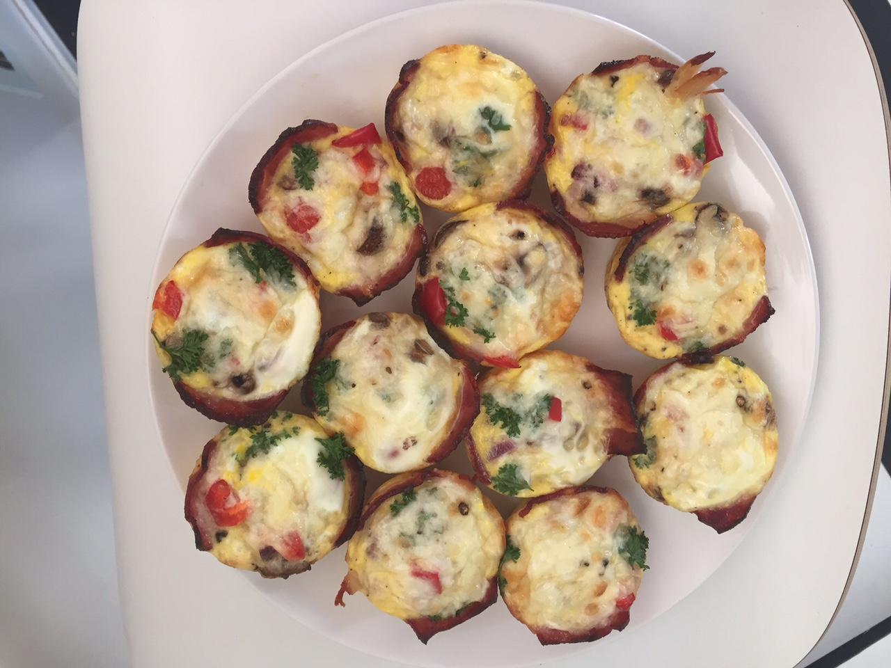 Egg muffins with turkey bacon, tomato and spinach