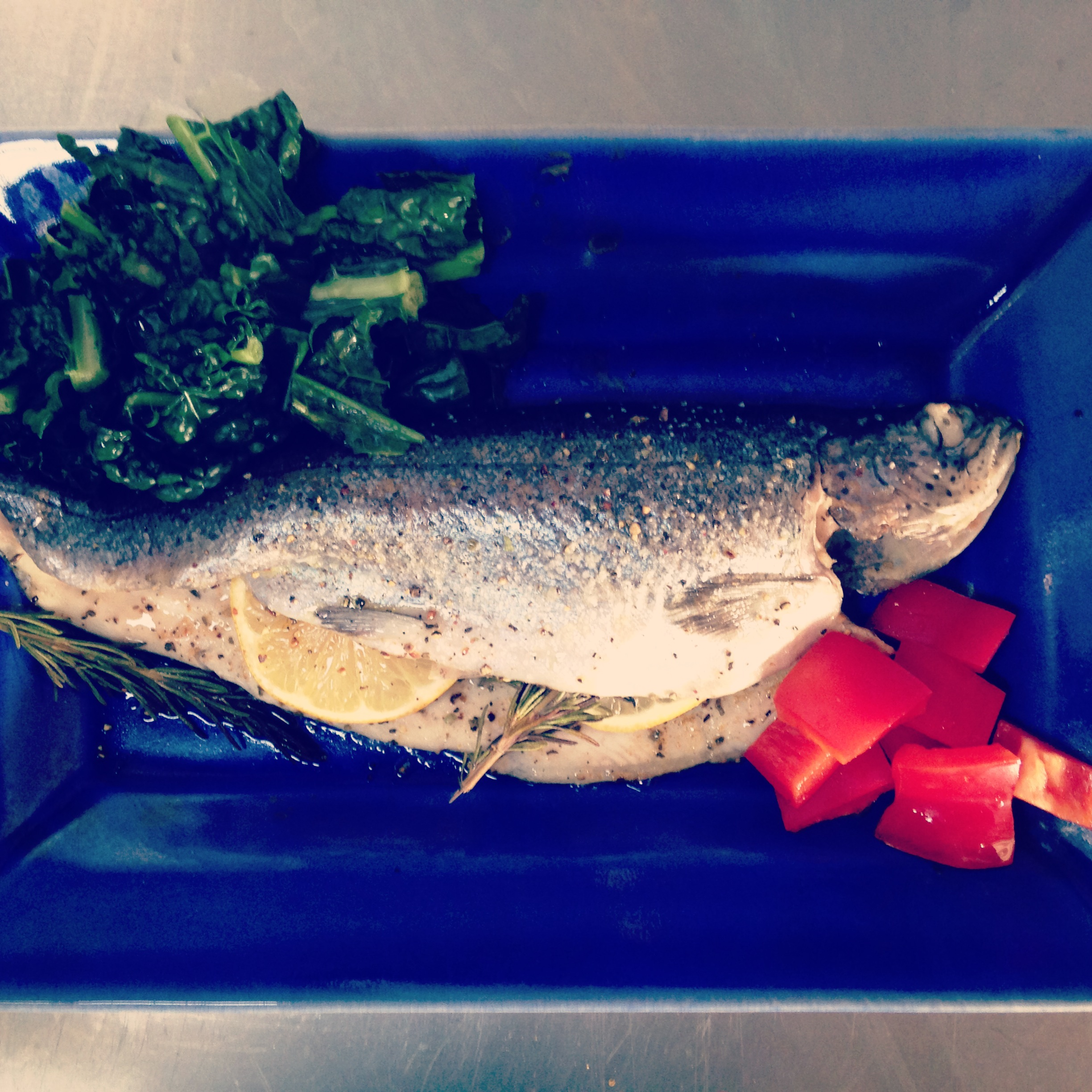 Grilled fish with kale and red bell pepper