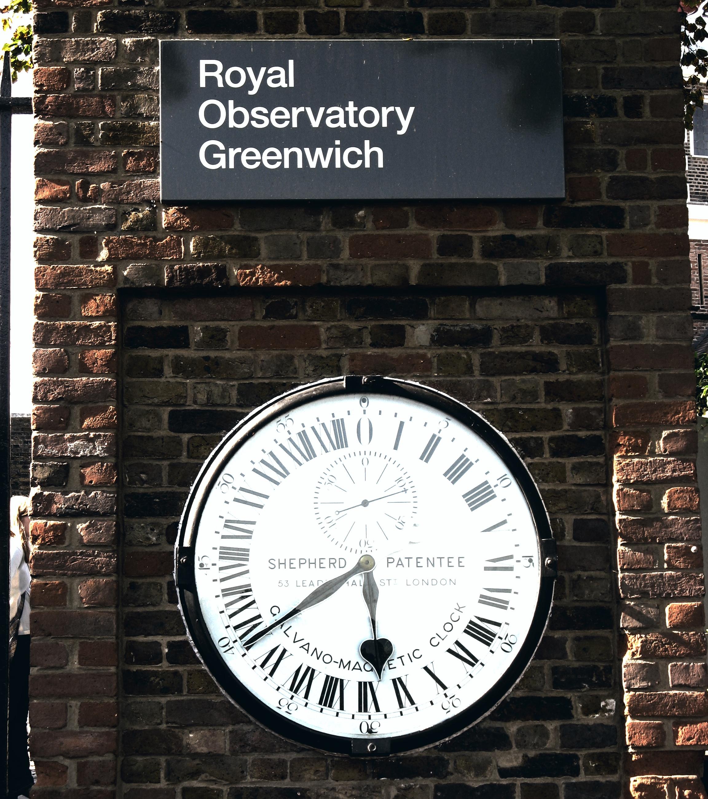 CLOCK AT GREENWICH, ENGLAND 2008