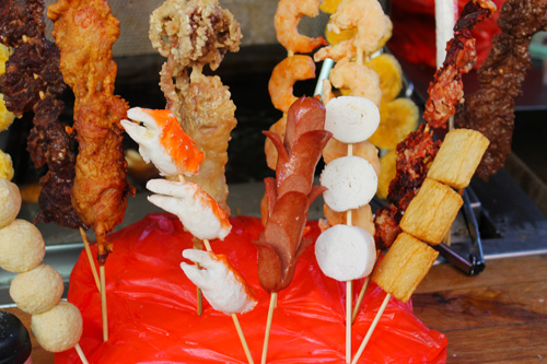 With so many bizarre food around you, street food is irresistible...