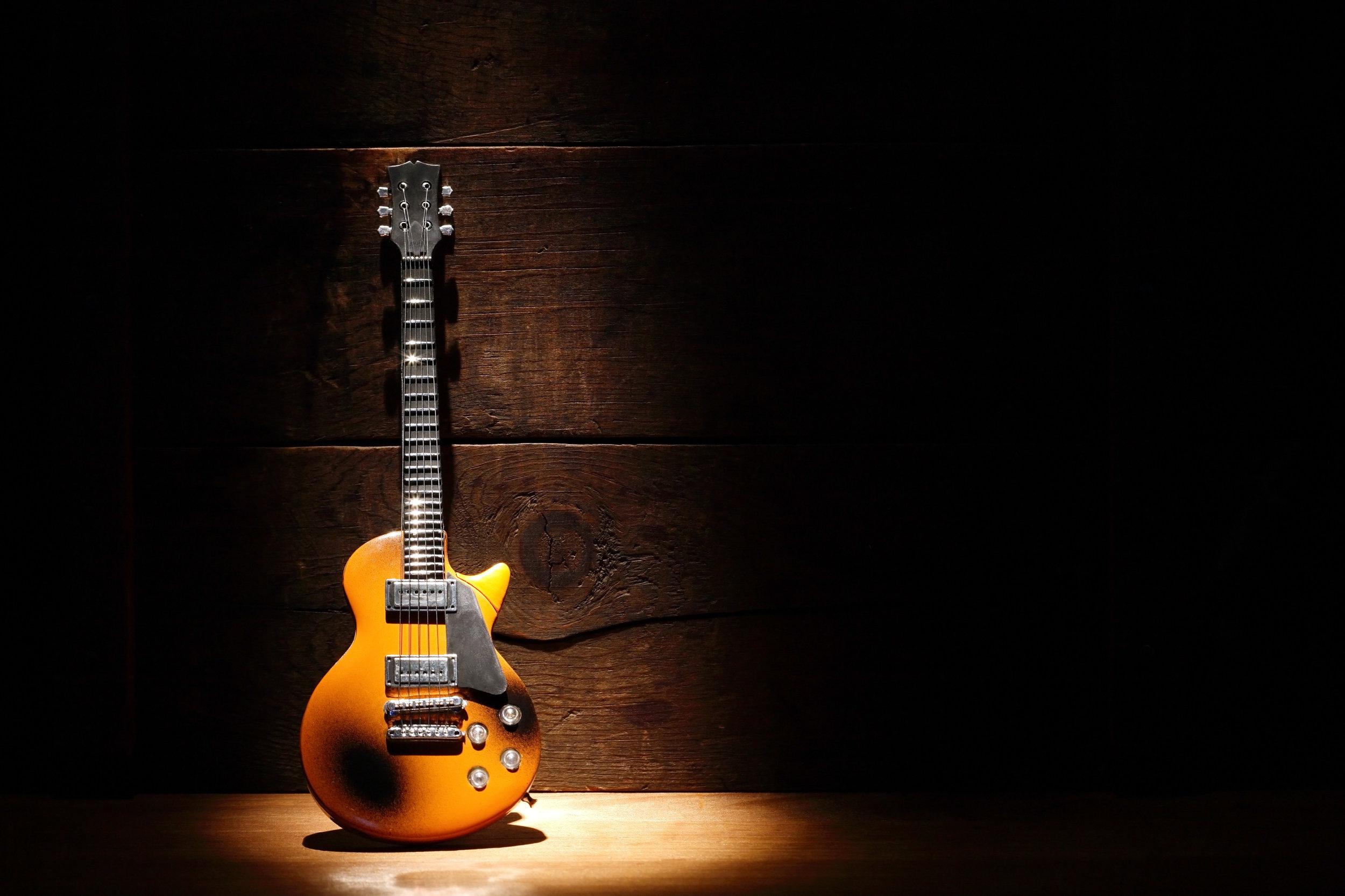 guitars - Basses / Acoustics / Electrics