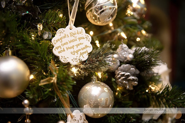 christmas-ornaments-wedding-guest-book-ideas.jpg