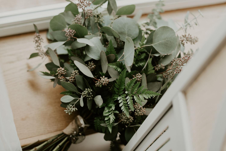 flowerless bridal bouquet