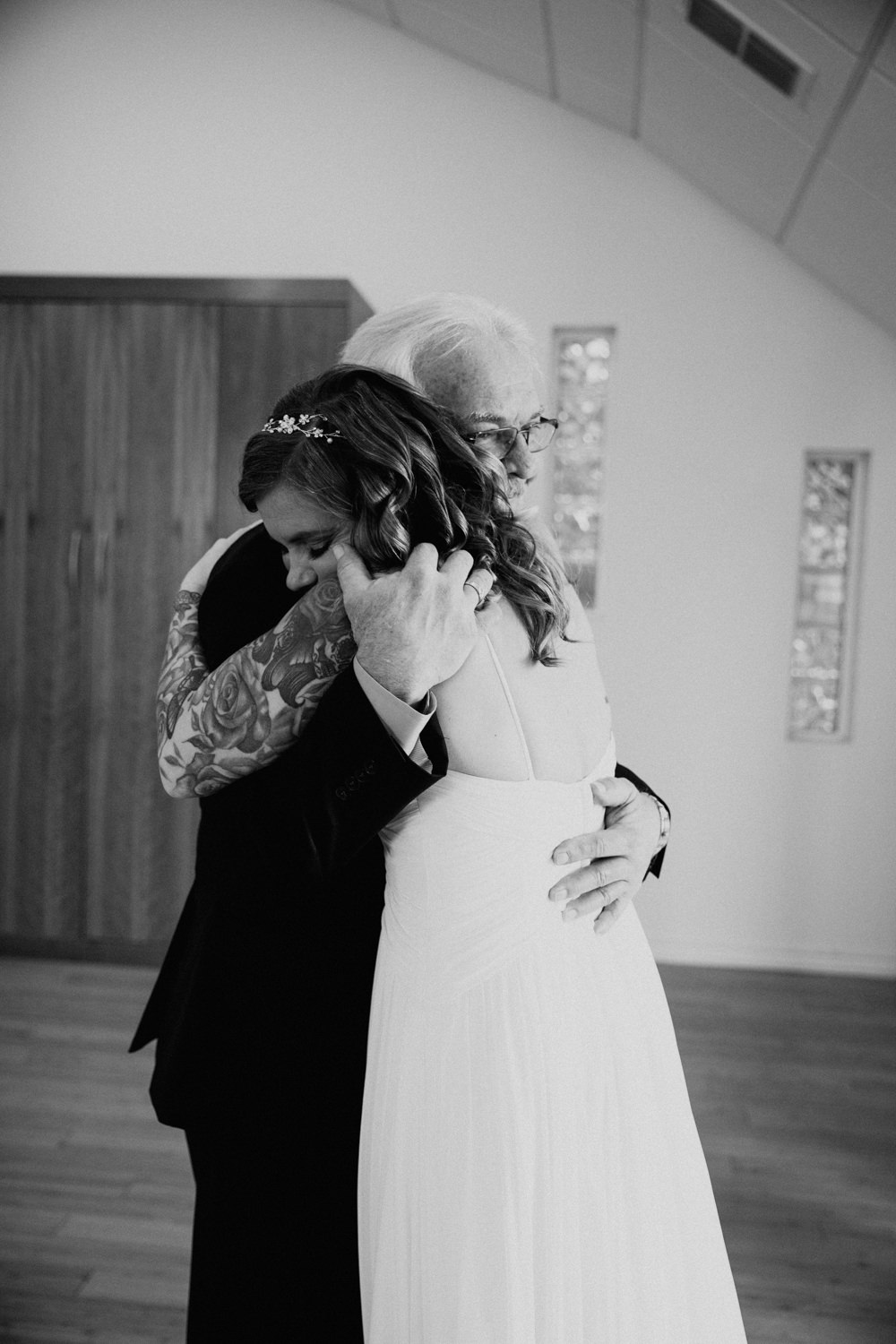 father and daughter hug after first look at her wedding