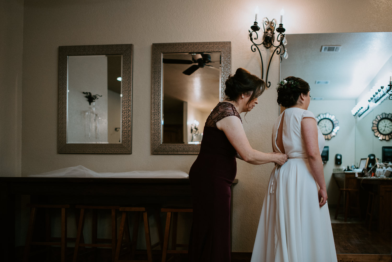 Bride and her mother get ready at houston wedding venue