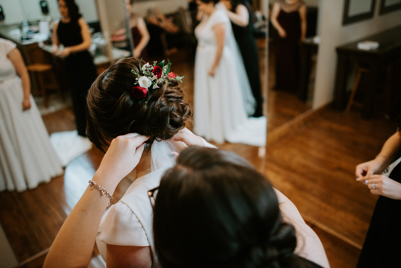 Bride puts on veil before houston wedding