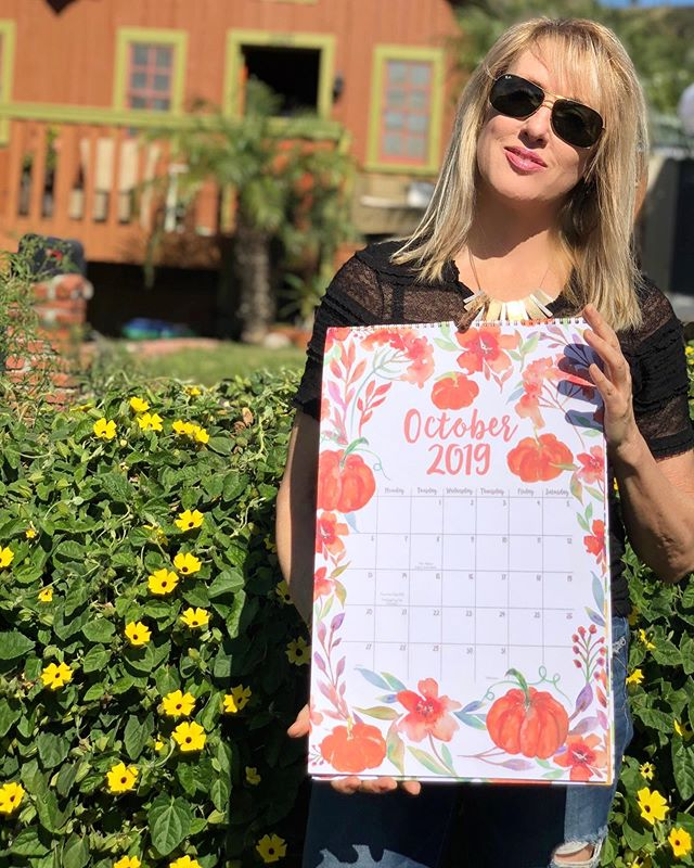 October is such a beautiful month! Colorful leaves 🍁 and 🎃pumpkin spice everything...one of my favorite flavors (other than chocolate of course)! BTW, I have exciting news!!🧡My new 2020 wall art calendar will be coming soon to Home Goods & TJMaxx!! #wallcalendar2020 #calendar2019 #october2019 #hellooctober🍁 📷 by @gabriella.hannah