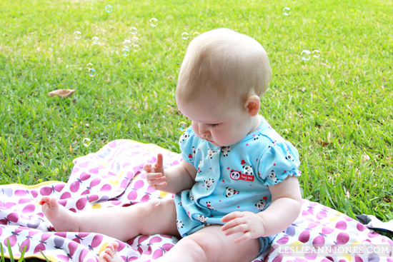 babies-play-outside-grass