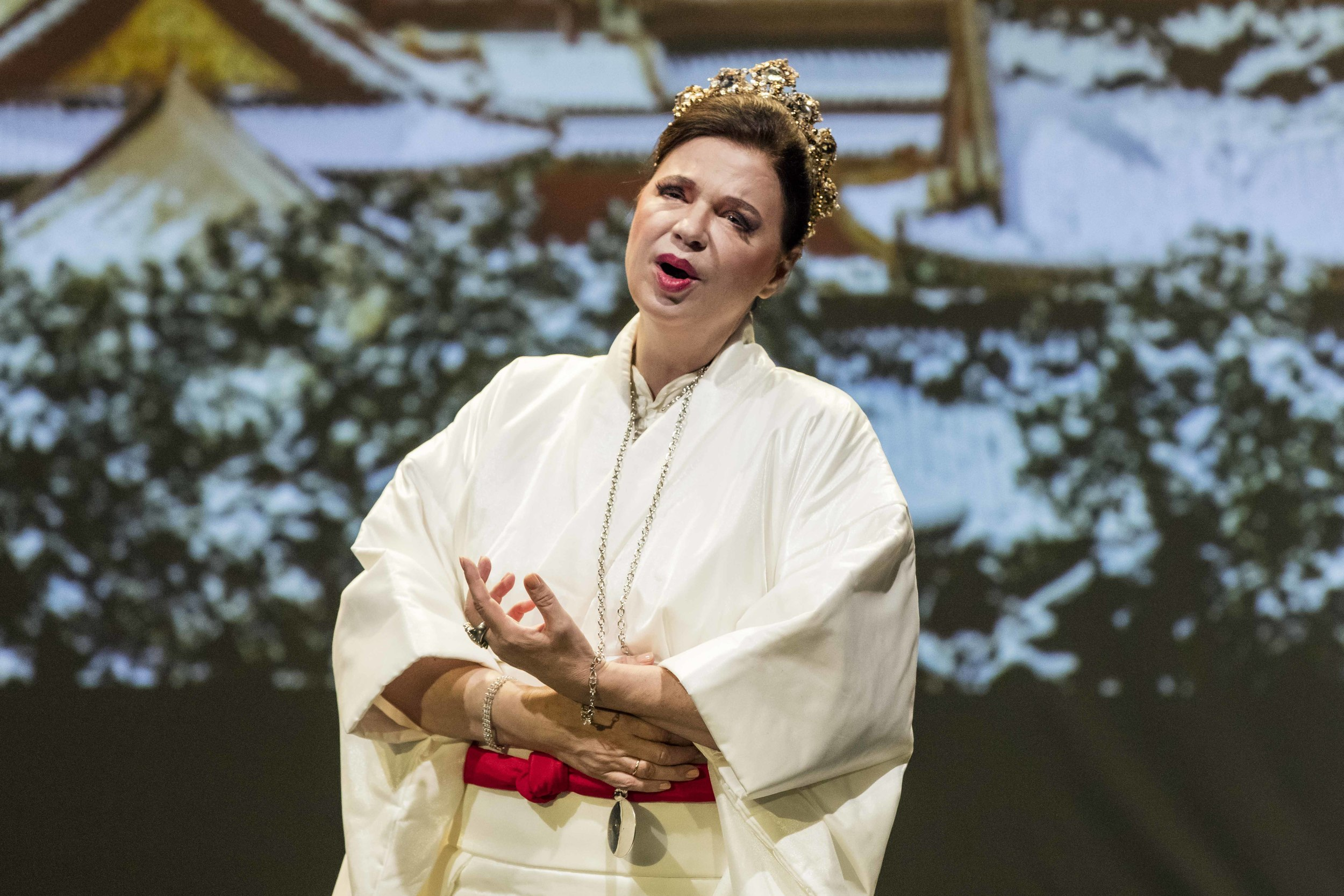 Vera Wenkert as Turandot in Zurich opera (Photo: Lucian Hunziker)