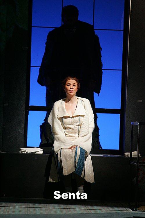 Vera Wenkert as Senta
