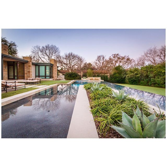 Look for more images from this session in the upcoming issue of Modern Luxury Interiors. #stockerhoestereymontenegroarchitects #dallasarchitecture #architecturalphotography #gardendesign #gardendesignstudio #seeinseeout #jessicamims