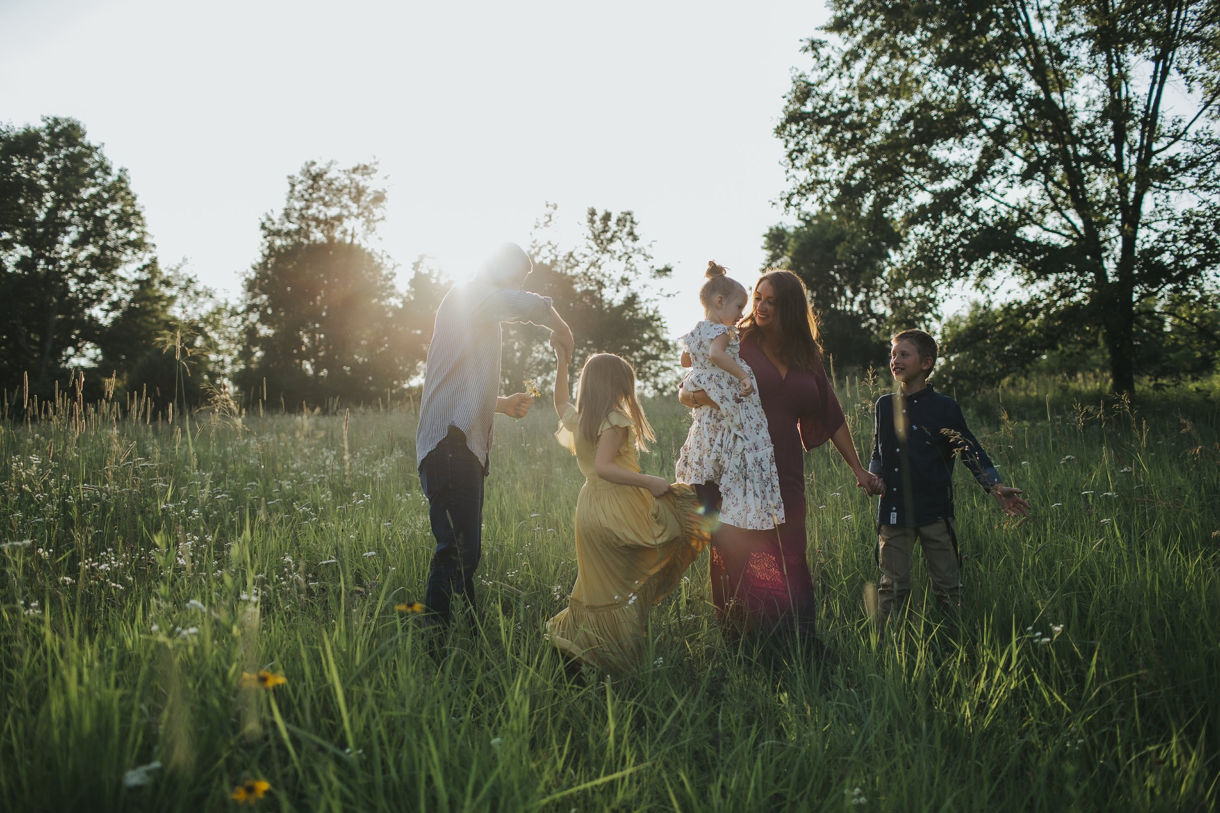 4 Tips to Ensure a Beautiful Family Photo Session - ELYSE ROWLAND PHOTOGRAPHY
